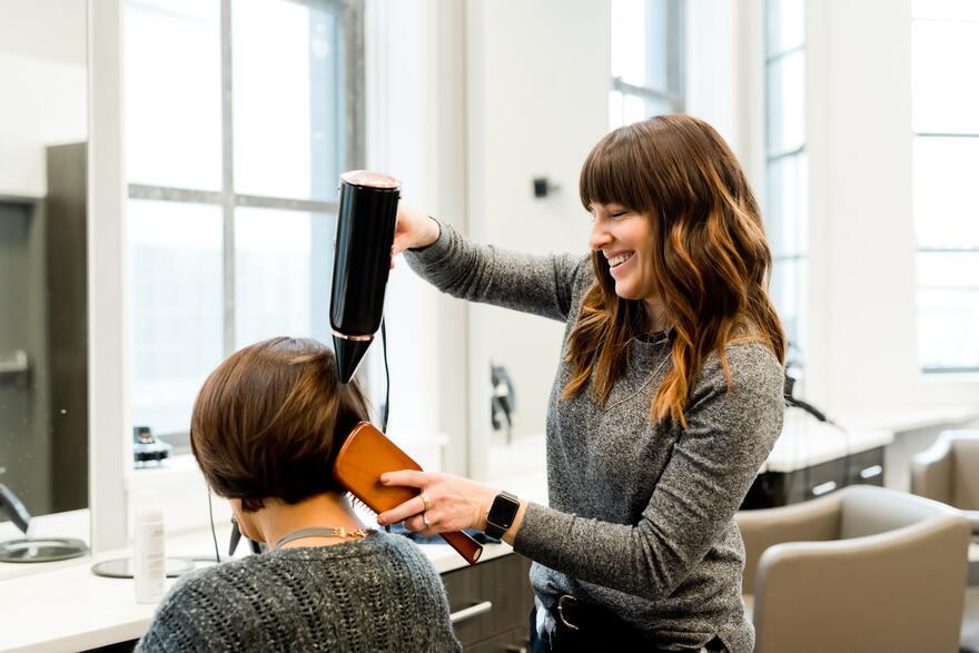 Важность использования социальных сетей для привлечения клиентов в салон красоты